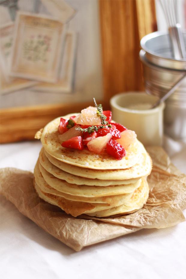 Pancakes fraise pamplemousse4 PANCAKES À LA FLEUR DORANGER