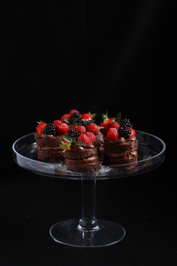 Mini Layer Cake Chocolate Mousse MINIS frutta rouges2 STRATO DI TORTE MOUSSE AL CIOCCOLATO E FRUTTA ROSSA FOOD BATTLE # {8}