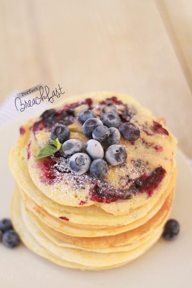 Pancakes-au-lait-d'amandes-et-myrtilles3