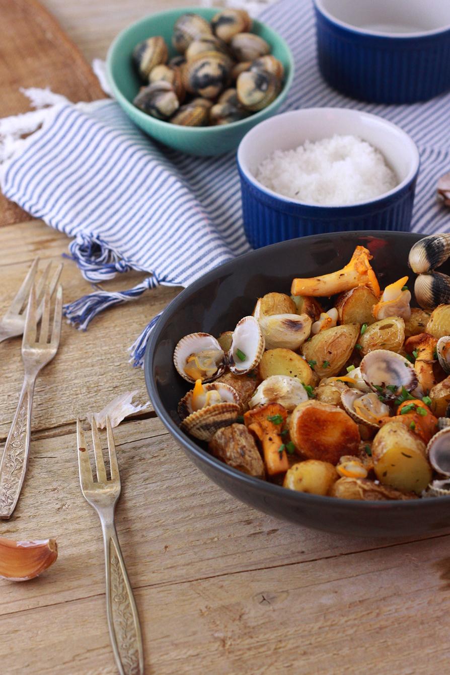 Salade-de-pommes-de-terre-ratte-aux-coques-et-aux-girolles2