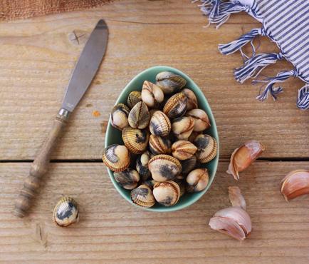 Salade-de-pommes-de-terre-ratte-aux-coques-et-aux-girolles_THUMB