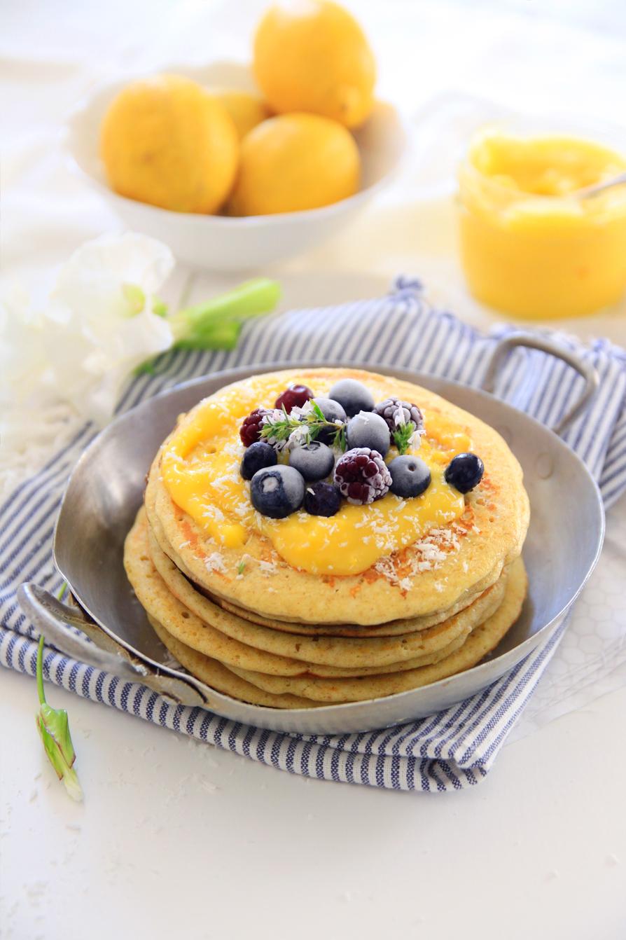 Pancakes-au-lemon-curd-et-aux-myrtilles