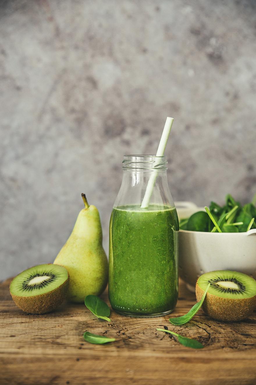 Smoothie énergie, kiwi, poires et épinards