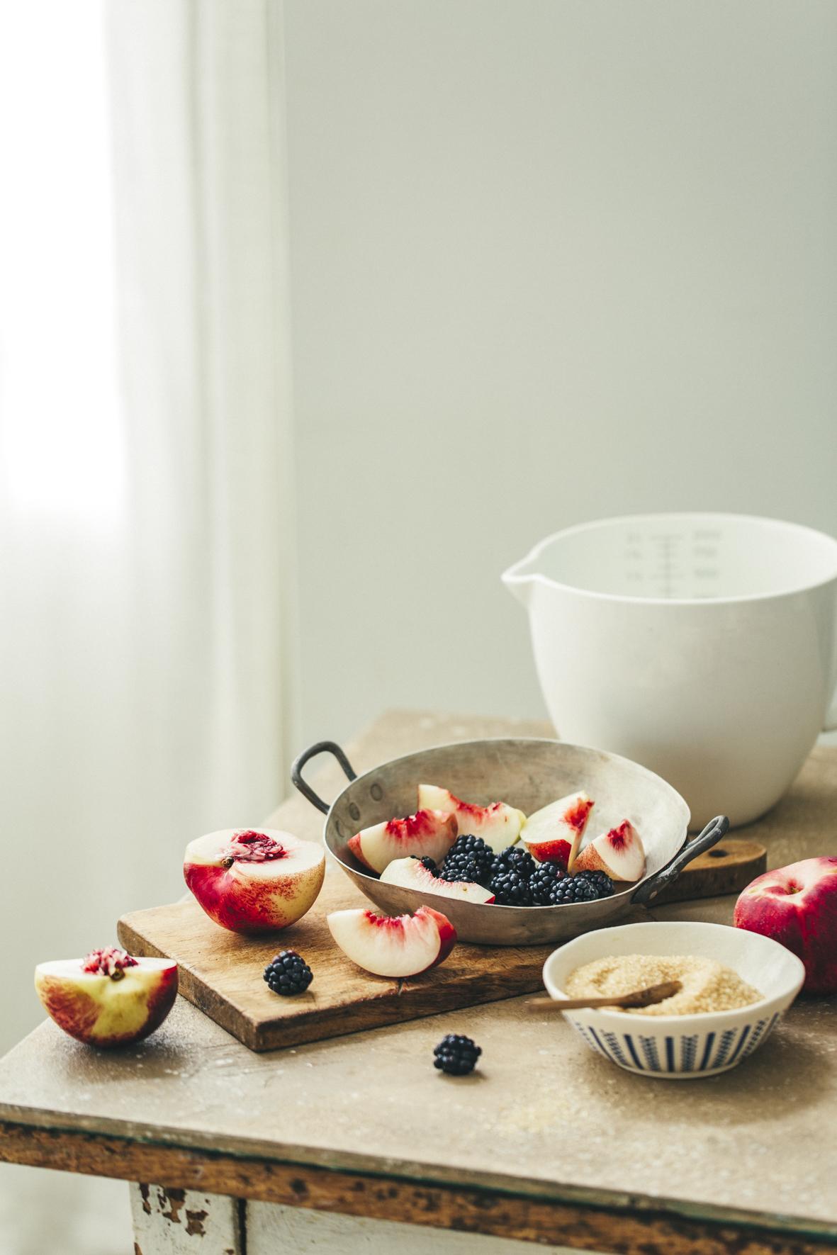Cobbler aux nectarines et aux mûres ©Sandrine Saadi